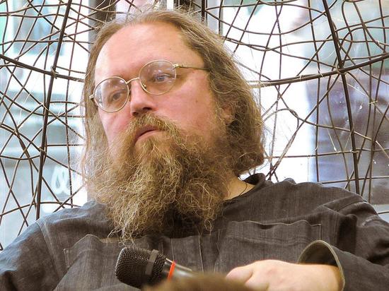 Запрещенный в служении Андрей Кураев заплакал из-за смерти духовника