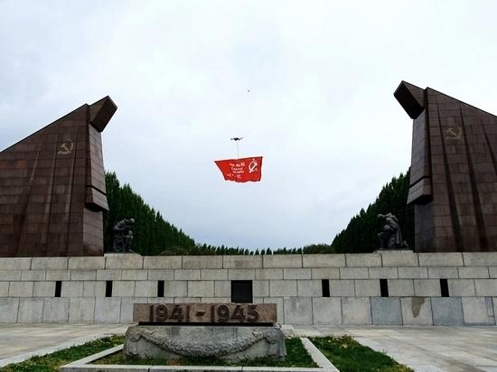 Германия: Знамя Победы развевается над Берлином