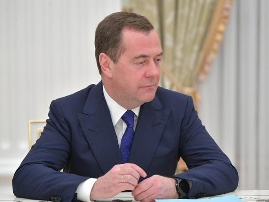 Медведев поздравил россиян с Первомаем