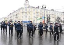 Оркестр с музыкой прошёл 1 мая по пустым улицам Магадана