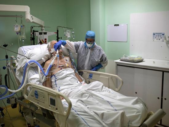 Дочь Юлиана Семенова рассказала о коронавирусе во Франции: умирают старики