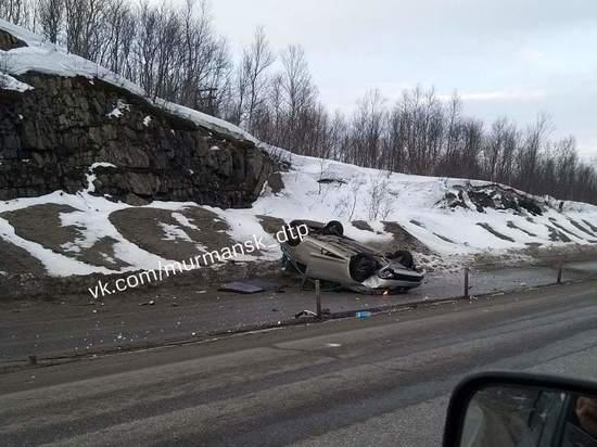 По дороге в Североморск опрокинулся автомобиль