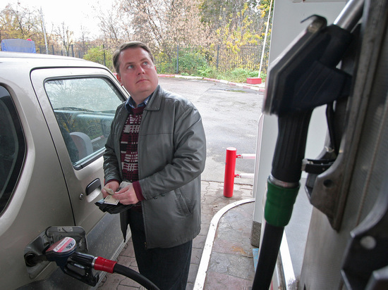 Россияне резко сократили траты на бензин