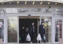 «Вышла в магазин — подхватила вирус»: истории заболевших москвичей