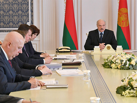 Почему президент Белоруссии продолжает не замечать коронавирус