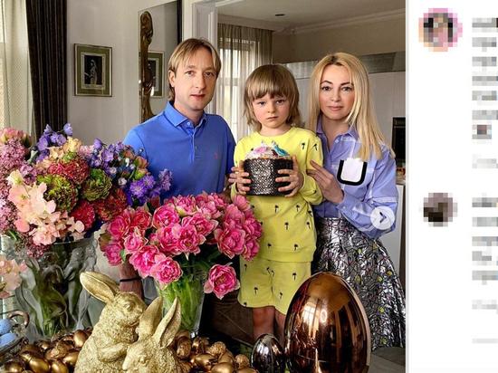 """Рудковская снова ответила на слухи о """"болезни"""" сына Гном Гномыча"""