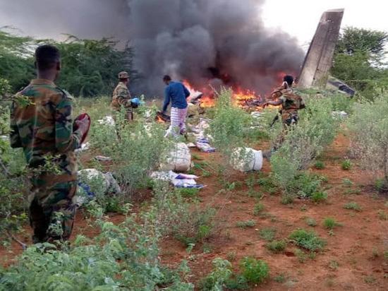 В Сомали разбился самолет