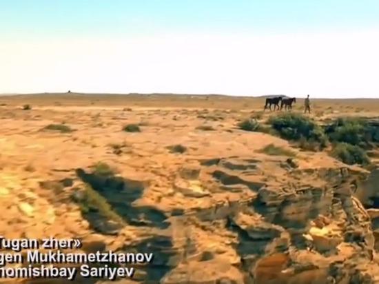 Бурятский певец Чингис Ли спел про родную землю вместе с певцами из разных стран