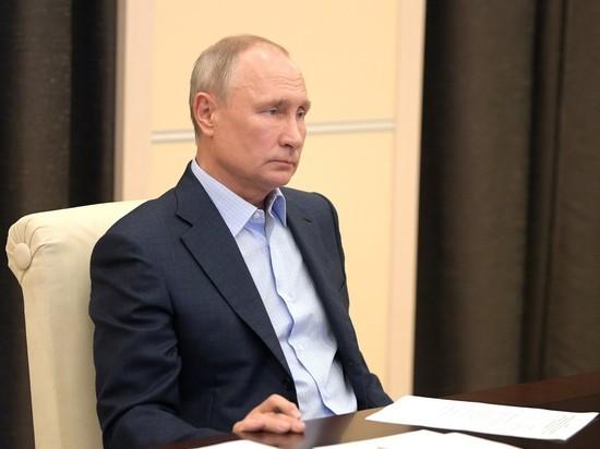 Соцопрос показал, что за два года вдвое меньше россиян стали верить президенту