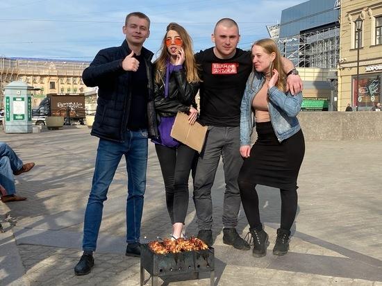 Блогеров-шашлычников с Сенной площади оштрафовали на 50 тысяч рублей