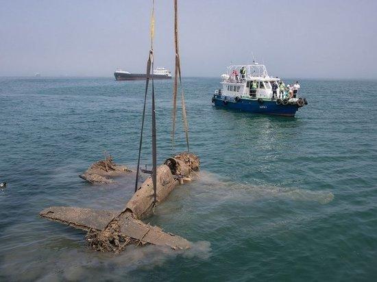 В одном из материалов газета «МК» в Крыму» рассказала о том, как два года назад в Керченском проливе был обнаружен и поднят с морского дна погибший самолет.