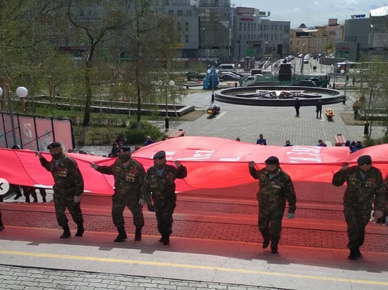 В Улан-Удэ прошла репетиция по развертыванию Знамени Победы