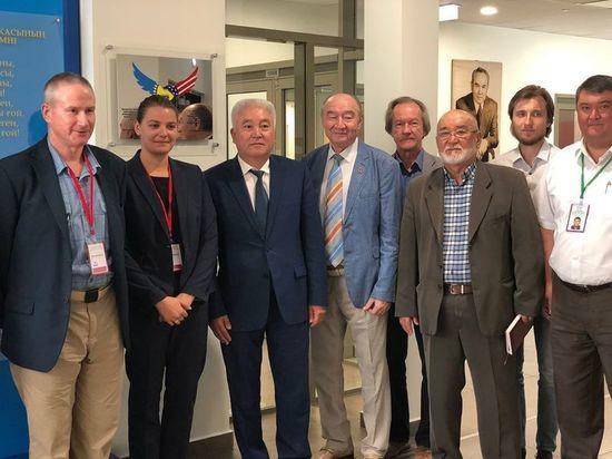 Американец, изучавший коронавирус, осел в биолаборатории Казахстана