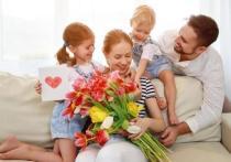 Как отметить День матери на самоизоляции