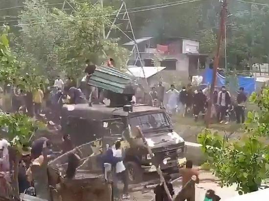 В Кашмире вспыхнули массовые беспорядки