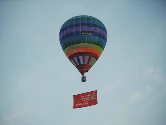 Тысячи ставропольцев наблюдали полет воздушного шара Великой Победы