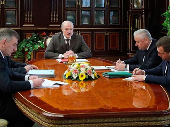 Лукашенко проведет безальтернативные президентские выборы на «зараженном острове»