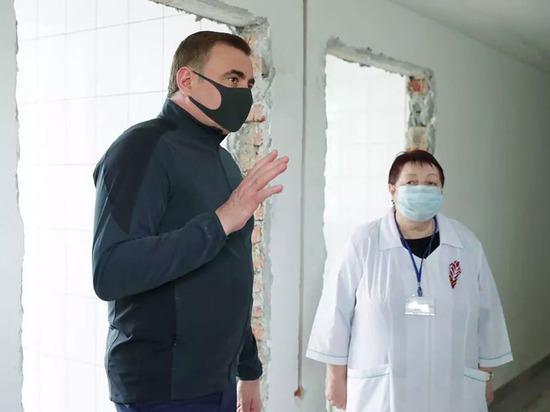 Алексей Дюмин посетил госпиталь ветеранов в Веневском районе
