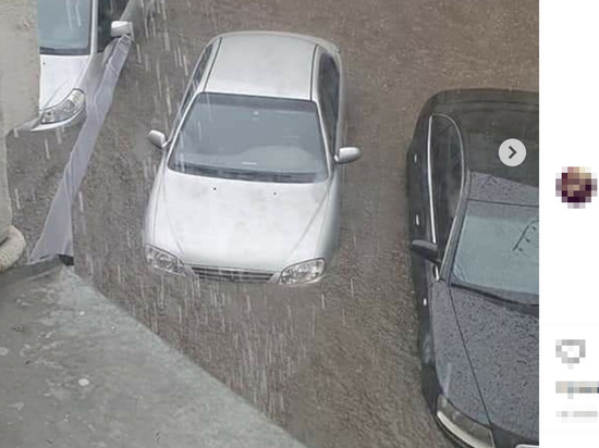 Машины поплыли по Нижнему Новгороду после ливня и оползня