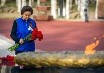 Губернатор Югры по поручению ветерана возложила цветы к мемориалу