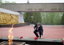 Николай Любимов возложил цветы к Вечному огню
