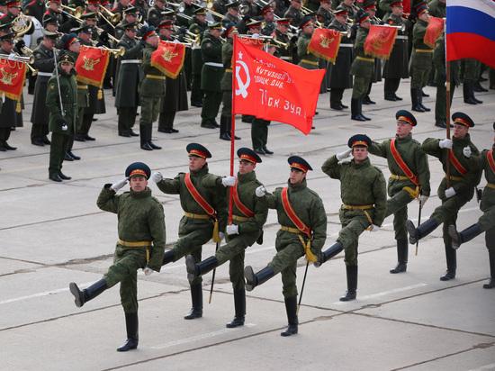 В Белоруссии на генеральной репетиции парада активисты станцевали с гробом