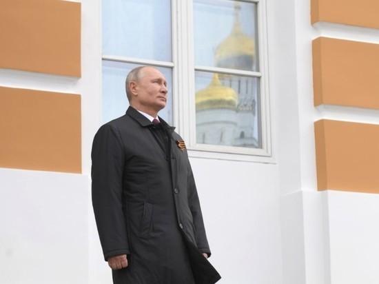 Путин в Кремле провел смотр Президентского полка