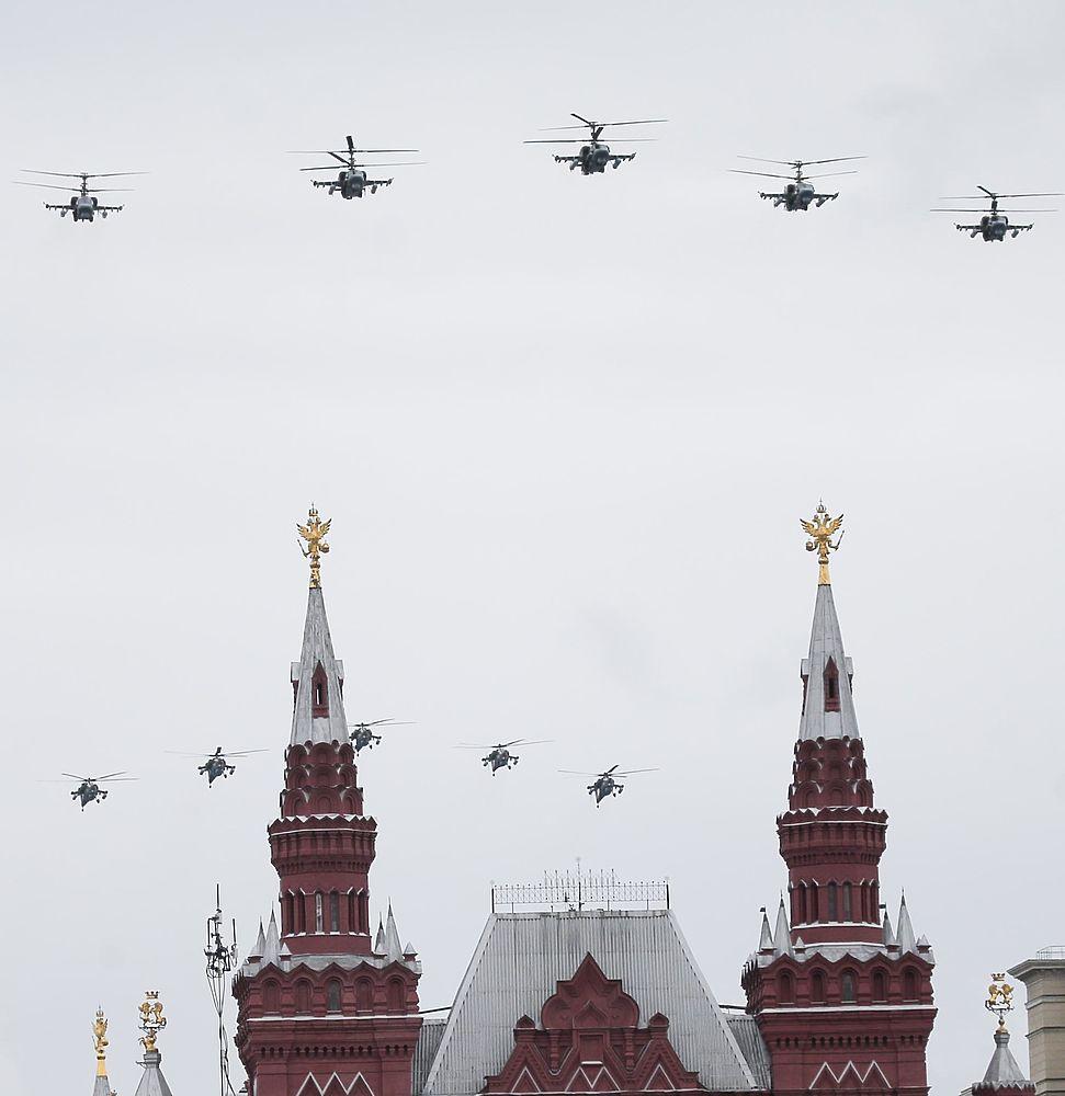 Кадры Дня Победы в Москвы: гулянья, воздушный парад, полиция
