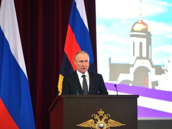 Путин принял участие в «Бессмертном полку» из своего кабинета