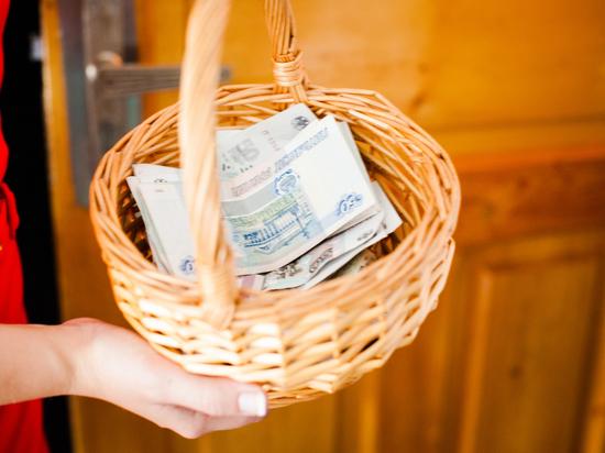 Муниципалитеты Юстинского района Калмыкии не платили зарплату