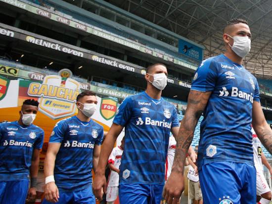 Многие европейцы осуждают затею с возобновлением футбольных чемпионатов