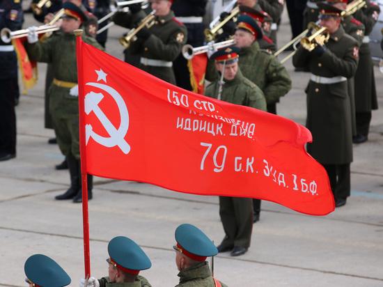 Facebook начал удалять фото со Знаменем Победы