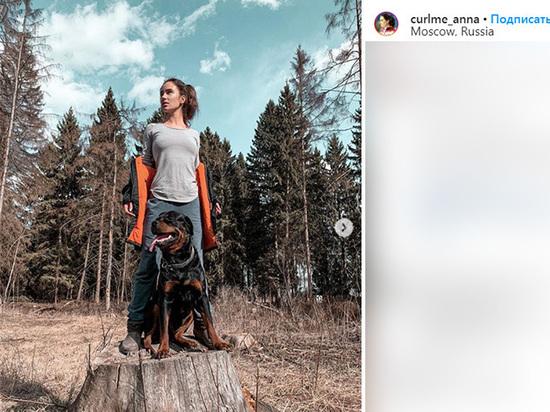 Чемпионка по керлингу Анна Сидорова бегает в овраге, готовясь к Олимпиаде
