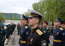 Путин пообещал военным выпускникам новое оружие и достойные условия службы