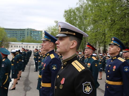 Вузы Минобороны досрочно выпустили 12 тысяч лейтенантов