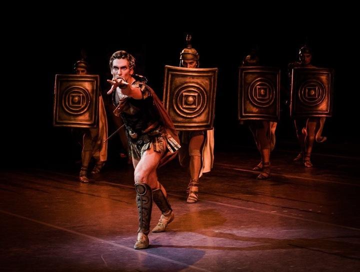 Премьер Большого театра Беляков рассказал как балетные спасают профессию на карантине