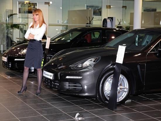 Российский автопром пережил крупнейшее месячное падение розничных продаж