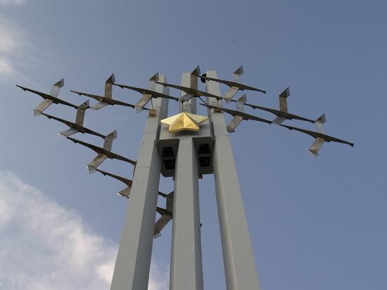 Энгельсские бомбардировщики пролетели  над Москвой
