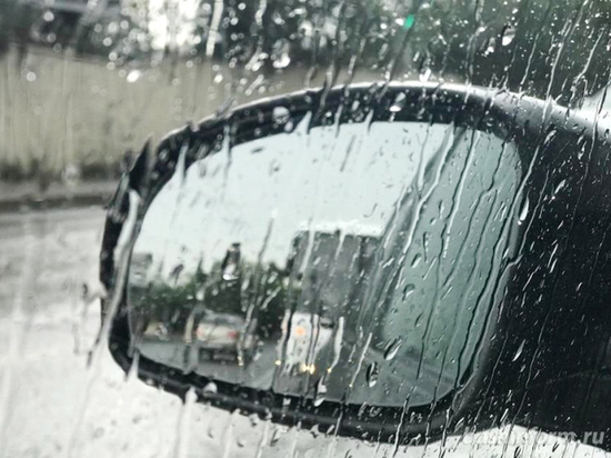 Псковичей просят быть осторожными -  на дорогах стало опасно из-за непогоды