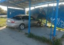Ранним утром 18-летний водитель без прав сбил школьницу на автобусной остановке