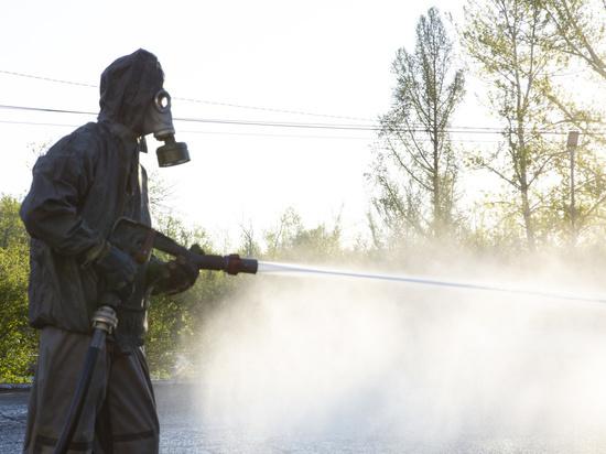 Перед праздником Дня победы в Кызыле была проведена дезинфекция центральных скверов и улиц силами пожарно-спасательных служб города