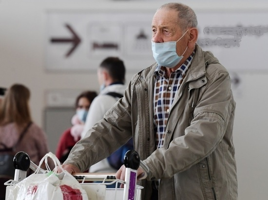 Смольный выделил пенсионерам и льготникам по 800 рублей на маски