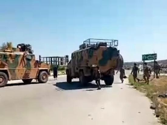 В сирийском Идлибе закидали камнями российские и турецкие бронемашины