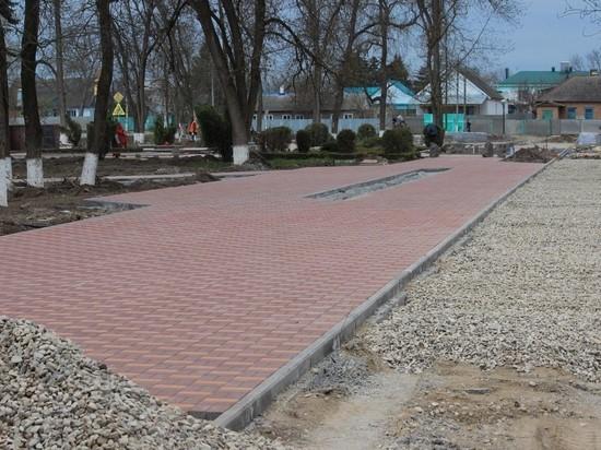 Форзиции и спиреи расцветут в центре Новопавловска