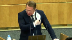 Министра Мурашко на видео заставили снять маску в Думе