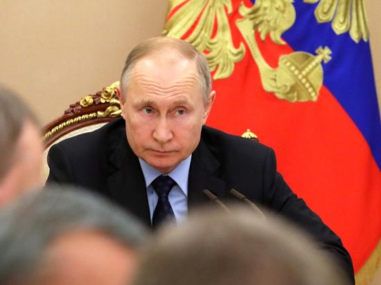 Путин отругал чиновников за рухнувший портал Госуслуг