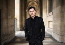 Павел Дуров, создавший «Вконтакте» и Телеграм, революционный матрос Железняк среди АйТи-корпораций, решил открыть людям глаза на несправедливость мира чистогана