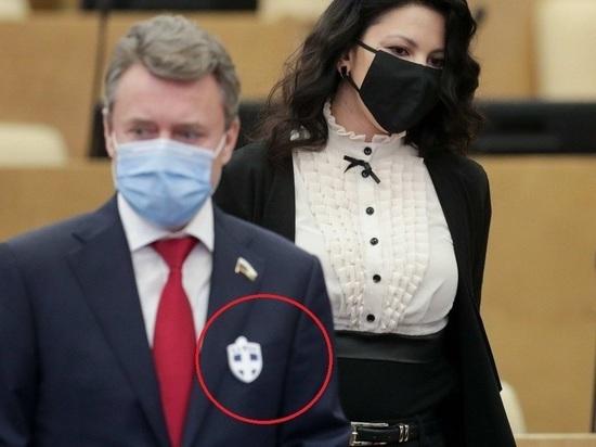 Депутаты Госдумы начали отпугивать коронавирус крестами