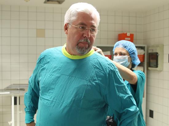 Главврач Боткинской больницы испытал на себе метод лечения коронавируса плазмой
