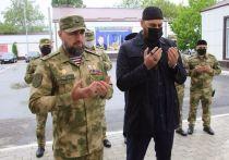 Сотрудники управления Федеральной службы войск национальной гвардии по Чеченской Республике провели религиозный обряд жертвоприношения в память о первом президенте республики Ахмате-Хаджи Кадырове и погибших силовиках